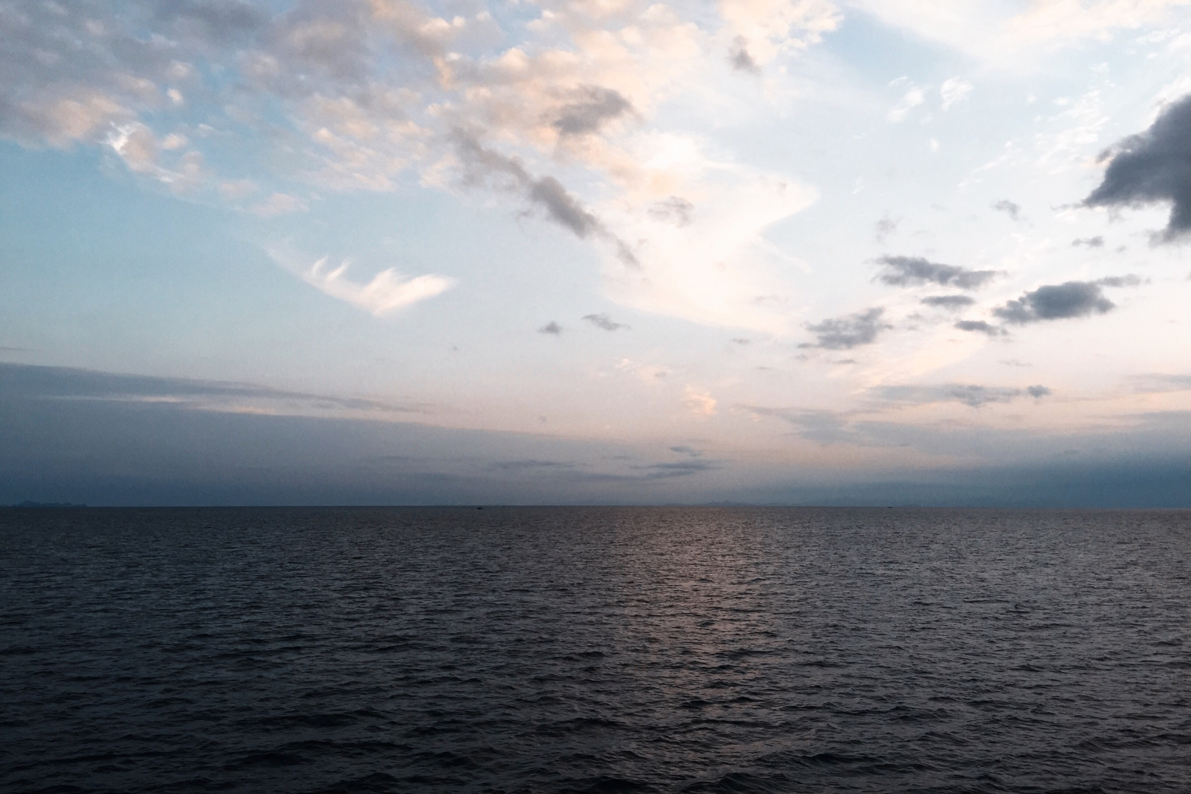 海の上は、こころも波打つ。