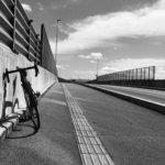 じぶんの脚力で風になる。夏の終わり、ロードバイクと。