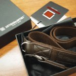 ストラップは、Leica IIIaにグルグルと巻きつけてポケットに突っ込める布タイプにした。